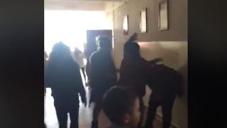 ȘOCANT! Copil bătut cu sălbăticie pe holul unei școli constănțene