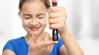 3600 de copii diabetici vor primi aparate de monitorizare a glicemiei