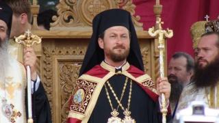 Corneliu Onilă, fost episcop de Huşi, a fost reţinut de procurorii ieşeni pentru act sexual cu un minor