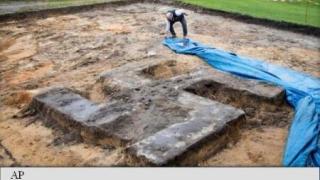 O svastică uriașă de beton a pus pe jar autorităţile germane