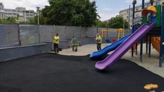 Covor antitraumă într-unul dintre locurile de joacă din Constanța