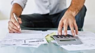 Ce păţiţi dacă nu plătiţi la timp impozitele