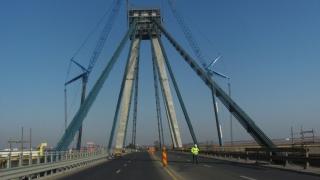 Până când va fi restricţionată circulaţia pe Podul Agigea? Hobanele alea...