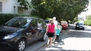Parcatul pe trotuar va fi interzis? Mașinile ar putea fi ridicate