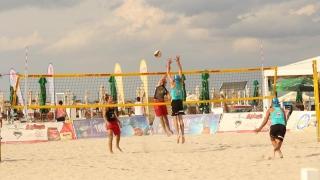 Partide decisive pentru stabilirea semifinalistelor CN de volei pe plajă seniori
