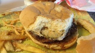 Pe litoral: fast-food închis și tone de alimente bune de incinerat!