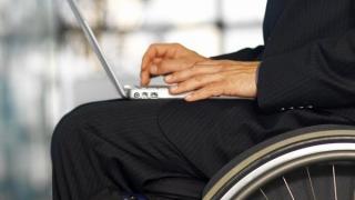 Pentru patroni, handicapul e sinonim cu incompetența?