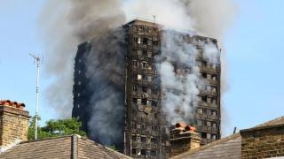 Pericol! 600 de clădiri din Anglia au izolație similară cu cea de la Grenfell Tower