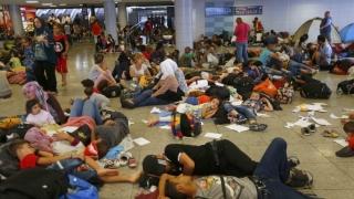 Peste 1.000 de migranți, evacuaţi din taberele ilegale din nordul Parisului