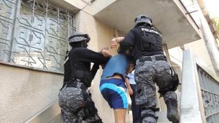 Peste 100 de infractori de cel mai rău soi, luați ca din oală de polițiști!