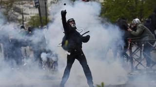Peste 150 de francezi arestați în urma protestelor împotriva reformei Muncii