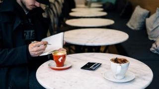 Peste 270 de cafenele din țară acceptă anul acesta versuri în schimbul cafelei