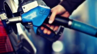 Benzina e ieftină, te plângi tu degeaba...