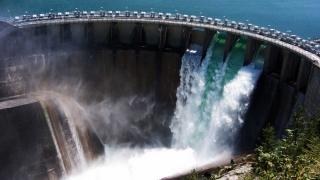Listarea Hidroelectrica, blocată cât se poate de... românește