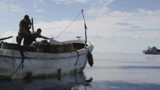Pirații somalezi au eliberat nava și ostaticii reținuți la începutul acestei săptămâni