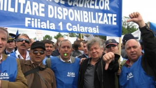 Plafonarea pensiilor militare, împiedicată de Iohannis?