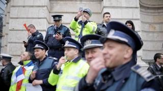 Polițiștii în stradă! Noul guvern, ameninţat cu proteste zilnice