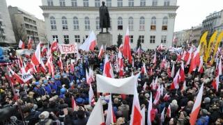 Polonia restricționează adunările publice