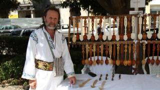 Povestea lemnului și a lingurilor sculptate se deapănă la Constanța