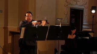 Poveste de toamnă în acorduri de vioară și pian