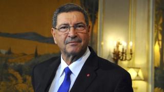 Premierul tunisian, demis de Parlament