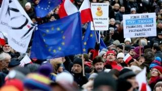 Presa poloneză, apărată de mii de protestatari