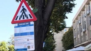 Primăria ne obligă să plătim parcarea prin SMS? Şi dacă n-avem credit?