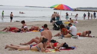 Primul weekend de vară adevărată a atras turiștii pe litoral