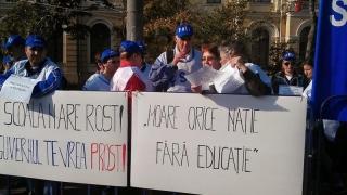 Profesorii din FSLI protestează în fața Guvernului