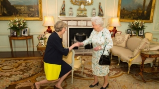 Programul guvernamental redactat de premierul May, citit de regină
