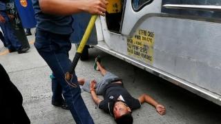 Protestatari călcați cu mașinile poliției la Manila