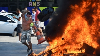 Protestatarii își fac de cap la Paris, ce să mai vorbim de teroriști!