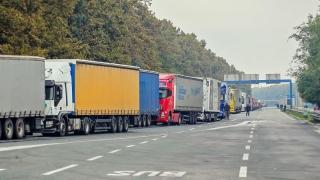 Camioanele-melc blochează centura