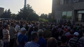 Protest spontan la Petromidia! Angajații au refuzat să înceapă lucrul!