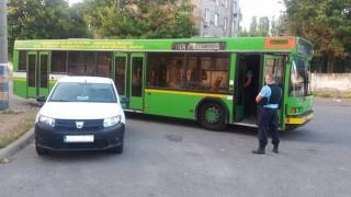 Conducătorul unui autobuz RATC, prins la furat motorină din rezervor