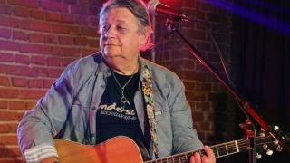 Refrene Bon Jovi și concert caritabil cu Mircea Vintilă, în club