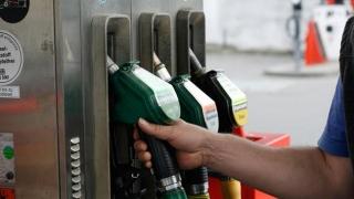 Preţurile carburanţilor CRESC! Scumpirea petrolului loveşte în şoferii din România