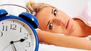 Respirația pe gură în timpul somnului crește riscul de a face carii