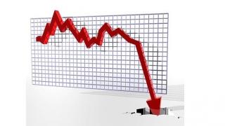 Economia s-a împiedicat și a căzut în cap
