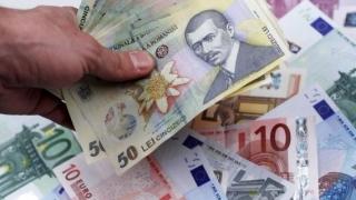 Moneda națională, afectată de discuţiile despre schimbarea guvernului