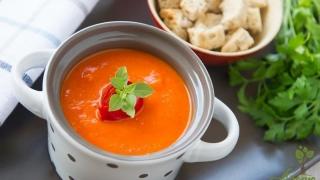 Rețetă pentru zilele friguroase: supă-cremă de ardei copți