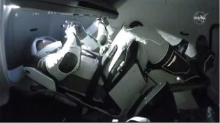 Crew Dragon a ajuns la Staţia Spaţială Internaţională. Cu ce melodie şi-au pregătit astronauţii andocarea după 19 ore de zbor