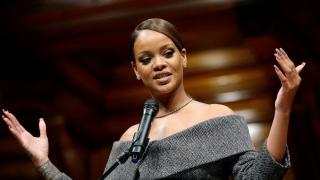 Rihanna a anunțat la Harvard că ar vrea să-și termine studiile