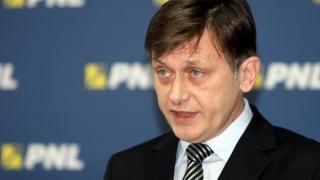 Crin Antonescu despre situația din PNL: Trebuie umblat la melodie, nu la soliști