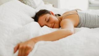 Riscul de infarct crește cu 146% dacă dormi prea mult!
