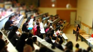 România, la coada clasamentelor europene privind finalizarea studiilor universitare de către tineri