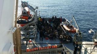 România salvează imigranți, Europa începe să îi expulzeze