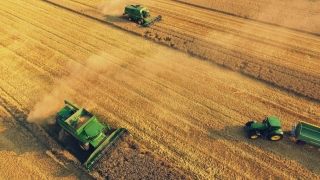 Românii care cumpără pământ vor primi mai mulți bani!