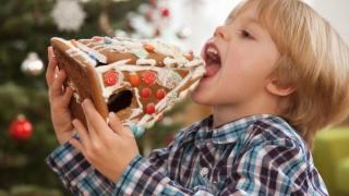 Românii cumpără de trei ori mai multe dulciuri în Luna Cadourilor