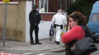 Român împuşcat mortal într-un apartament din Londra?!